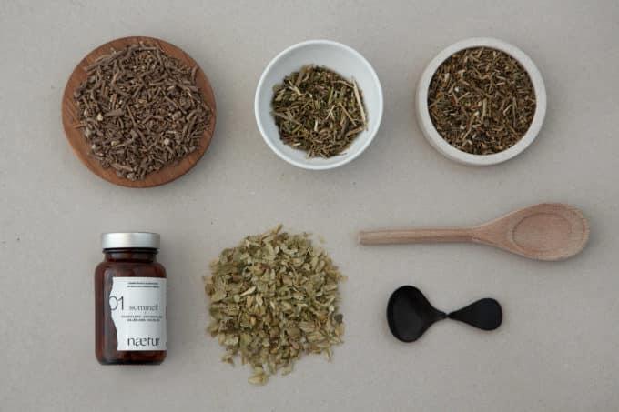 Les ingrédients du complément alimentaire sommeil bio : passiflore, eschscholzia, valériane et houblon.