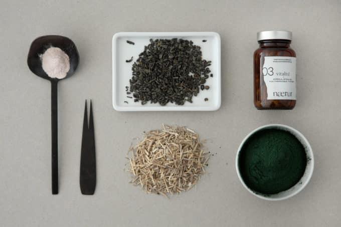 Les ingrédients du complément alimentaire vitalité bio : acérola, spiruline, eleuthérocoque et thé vert.